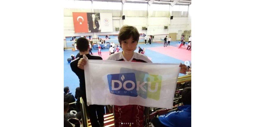 Öğrencimiz Enes Koç 25.12.2019 tarihinde düzenlenen Okul Sporları Kick Boks Point Fighting Ankara 1.si oldu.